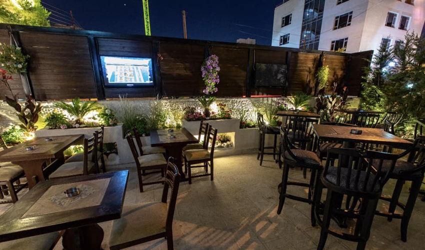 Houston's Restaurant and Pub image