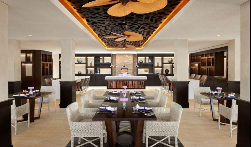 Q Lounge & Restaurant image