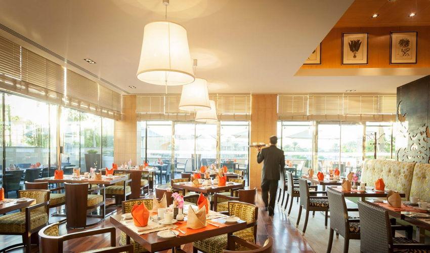 صورة Al Bustan Restaurant